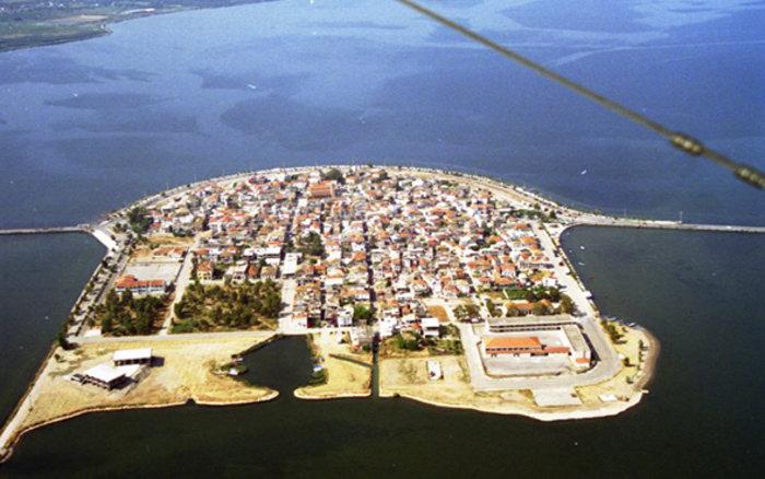 Ομορφιά βγαλμένη από καρτ ποστάλ: Αυτή είναι η μικρή Βενετία της Ελλάδας - εικόνα 2