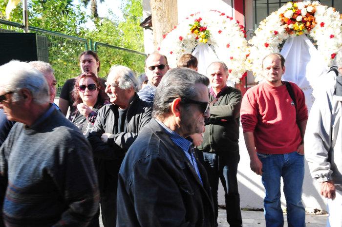 Πλήθος κόσμου στην κηδεία του Κώστα Τσάκωνα