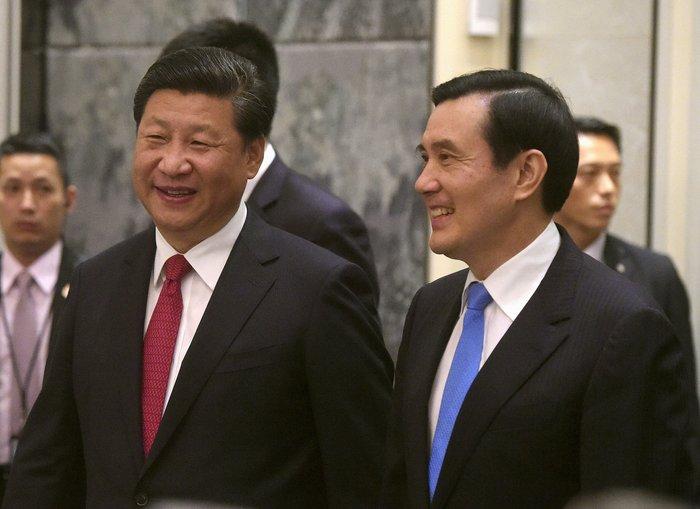 Ιστορική χειραψία των ηγετών της Κίνας και της Ταϊβάν - ΒΙΝΤΕΟ