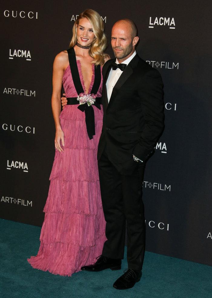 Ο «αθώος άγγελος» φόρεσε ροζ φόρεμα με αβυσσαλέο ντεκολτέ που... μαγνήτισε - εικόνα 4