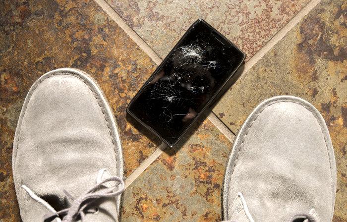 Πώς καταστρέφουν οι Eλληνες τα smartphones-γιατί δεν επισκευάζουν την οθόνη