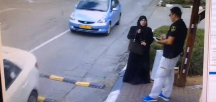 H σοκαριστική στιγμή που μια Παλαιστίνια μαχαιρώνει έναν Ισραηλινό φρουρό