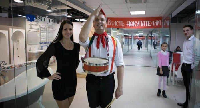Μινσκ: Η Οκτωβριανή Επανάσταση έγινε...εμπορικό κέντρο - εικόνα 4