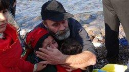 Ο Έλληνας που αγκαλιάζει τους πρόσφυγες μιλά στο TheTOC