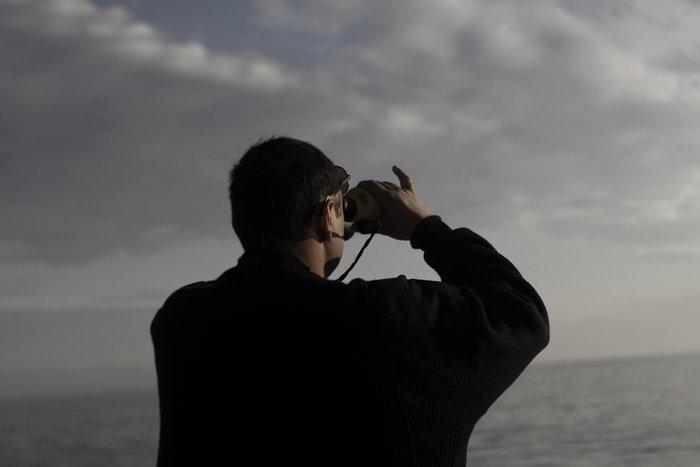 Ετσι ψάχνει το λιμενικό τους πρόσφυγες στη Λέσβο - Καρέ καρέ η έρευνα
