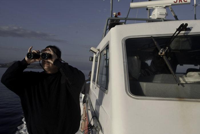 Ετσι ψάχνει το λιμενικό τους πρόσφυγες στη Λέσβο - Καρέ καρέ η έρευνα - εικόνα 3