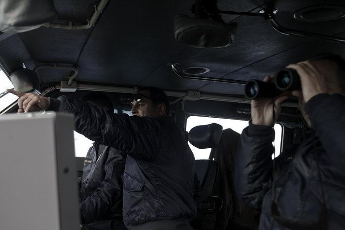 Ετσι ψάχνει το λιμενικό τους πρόσφυγες στη Λέσβο - Καρέ καρέ η έρευνα - εικόνα 8