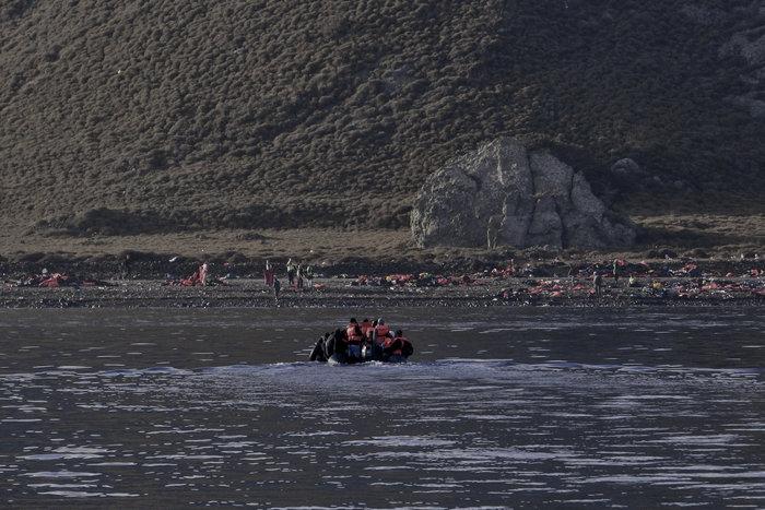Ετσι ψάχνει το λιμενικό τους πρόσφυγες στη Λέσβο - Καρέ καρέ η έρευνα - εικόνα 11