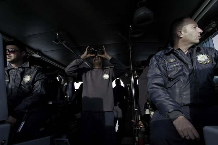 Ετσι ψάχνει το λιμενικό τους πρόσφυγες στη Λέσβο - Καρέ καρέ η έρευνα - εικόνα 13