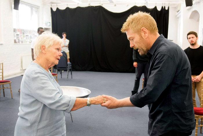 Κένεθ Μπράνα-Τζούντι Ντεντς το ζευγάρι του χειμώνα στο θεατρικό Λονδίνο
