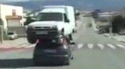 autokinito-koubalaei-ban-stin-orofi-touapisteuto-video