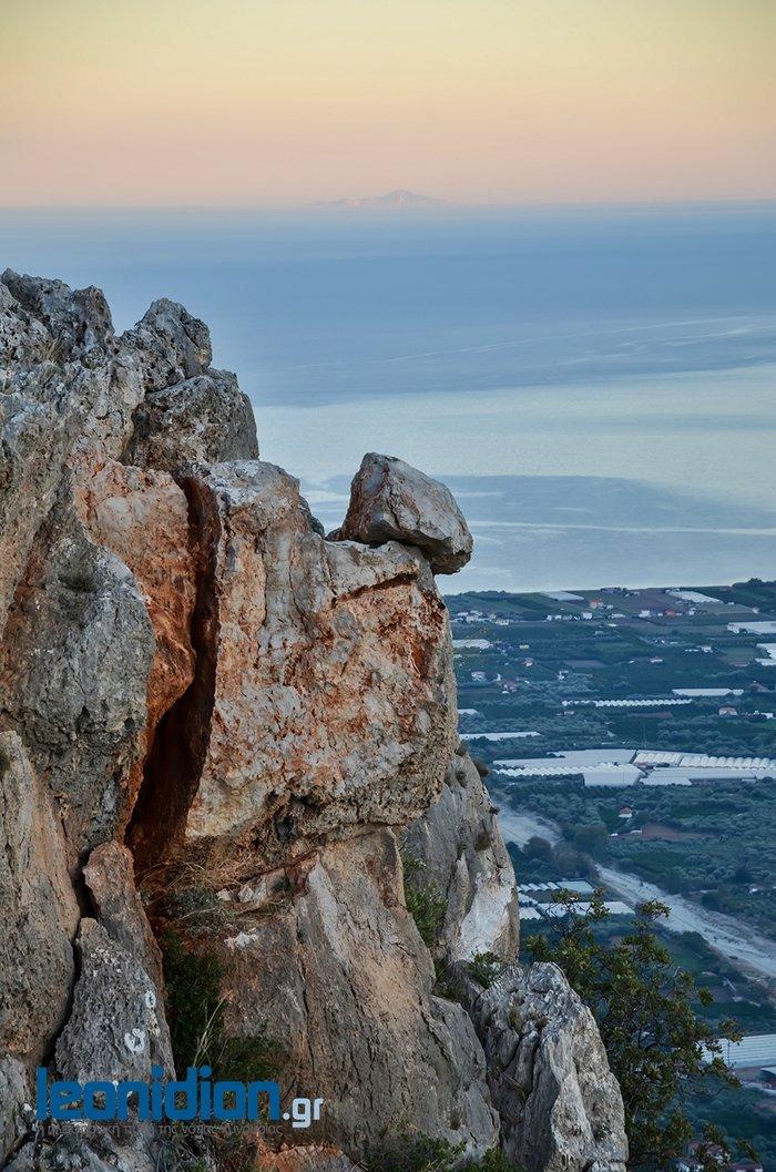 Τεράστιος βράχος απειλεί το Λεωνίδιο