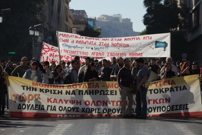 Μεγάλες συγκεντρώσεις με συνθήματα κατά της λιτότητας - εικόνα 14