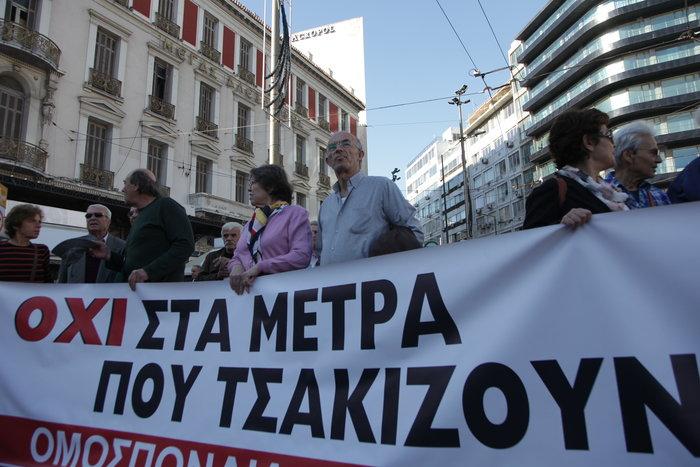 Μεγάλες συγκεντρώσεις με συνθήματα κατά της λιτότητας - εικόνα 19