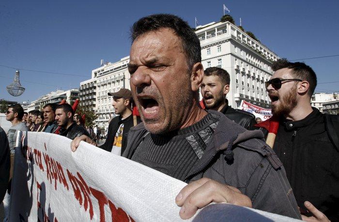 Μεγάλες συγκεντρώσεις με συνθήματα κατά της λιτότητας - εικόνα 2