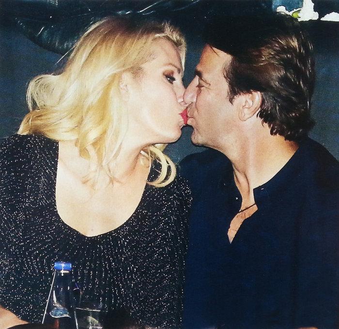 Αυτά είναι τα πιο καυτά φιλιά της ερωτευμένης σόουμπιζ, σε δημόσια θέα