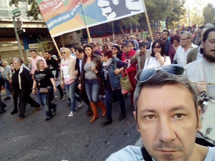 Ραχήλ και Ζωή με τζιν και μπότες στη διαδήλωση - εικόνα 2