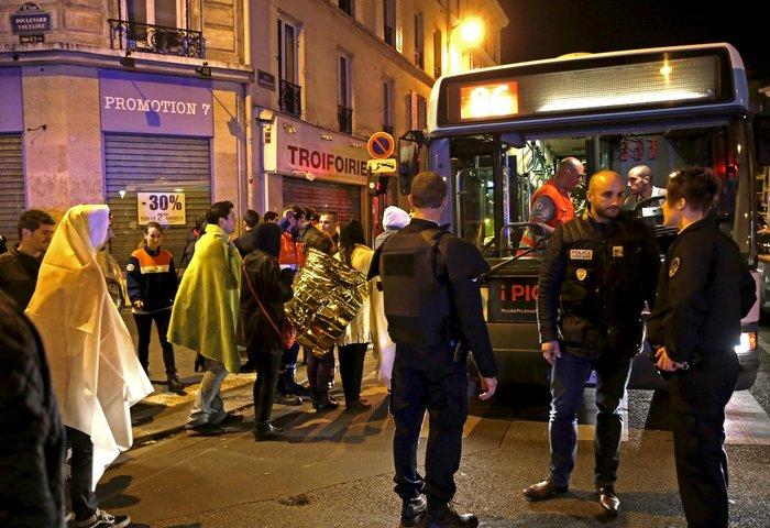 Καρέ καρέ η νύχτα του τρόμου στο Παρίσι -Φωτογραφίες και Βίντεο - εικόνα 15