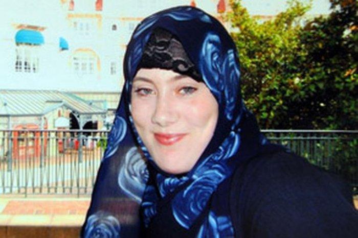 Samantha Louise Lewthwaite ή Sherafiyah Lewthwaite, Βρετανή πολίτις και μητέρα 4 παιδιών μια από τις πιο καταζητούμενες γυναίκες για τρομοκρατία στο Δυτικό κόσμο. Την αποκαλούν και Λευκή Χήρα. Ασπάστηκε τον ισλαμισμό και είναι ο εγκέφαλος πίσω από την βομβιστική επίθεση στο Λονδίνο, το 2007. Κατηγορείται ότι έχει προκαλέσει το θάνατο περισσότερων των 400 ανθρώπων. Η δράση της είναι παγκόσμια και διαφεύγει τη σύλληψη. Πληροφορίες αναφέρουν ότι εκπαιδεύει γυναίκες καμικάζι από το 2014 στη Συρία.
