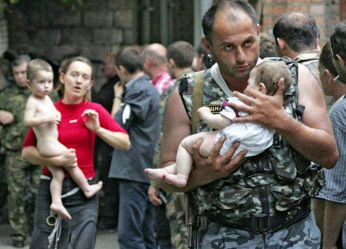 Το μακελειό στο σχολείο του Μπεσλάν. 1 Σεπτεμβρίου 2004. 334 πολίτες σκοτώθηκαν, εκ των οποίων 186 μαθητές.