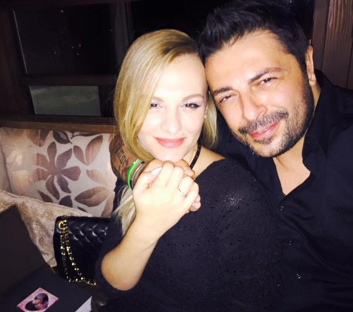 Ποιος διάσημος Ελληνας έκανε πρόταση γάμου με... σοκολατένια γράμματα;
