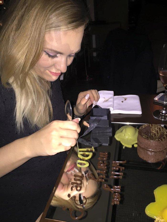 Ποιος διάσημος Ελληνας έκανε πρόταση γάμου με... σοκολατένια γράμματα; - εικόνα 3