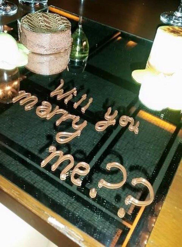 Ποιος διάσημος Ελληνας έκανε πρόταση γάμου με... σοκολατένια γράμματα; - εικόνα 2