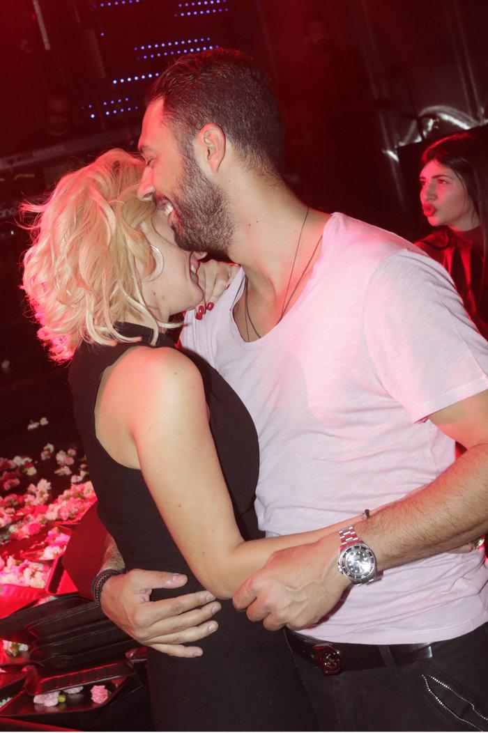 Η Εύη Φραγκάκη και τα καυτά φιλιά με τον αγαπημένο της στα μπουζούκια! - εικόνα 3