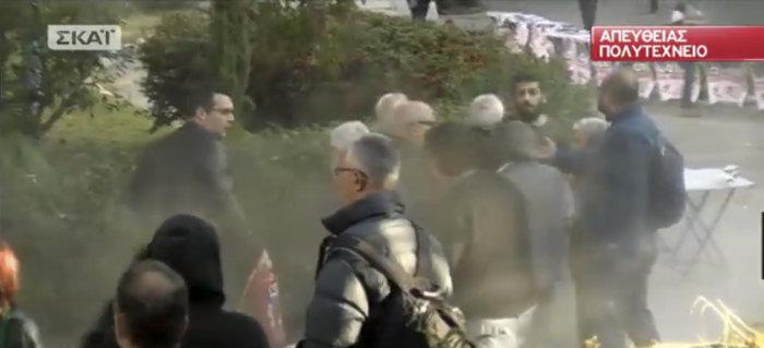 Ένταση στο Πολυτεχνείο λίγο πριν την άφιξη Τσίπρα (βίντεο) - εικόνα 3