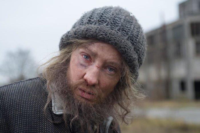 Διάσημη σταρ του Χόλιγουντ μεταμορφώθηκε σε άστεγο! Την αναγνωρίζετε; - εικόνα 2