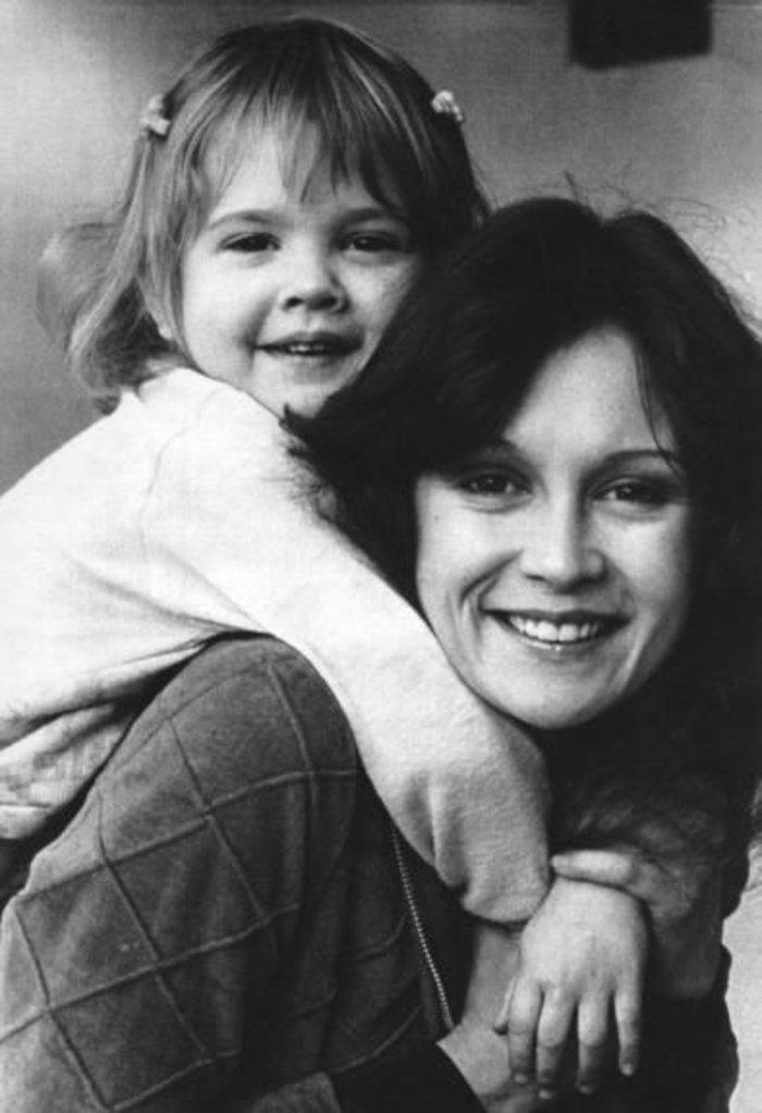 Μαμά από την κόλαση! Ηθοποιός αποκαλύπτει ιστορίες τρόμου για τη μητέρα της