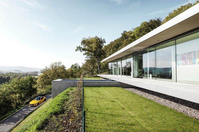 Δείτε το σπίτι από γυαλί, ατσάλι και τσιμέντο που... κρύβεται στον λόφο - εικόνα 4