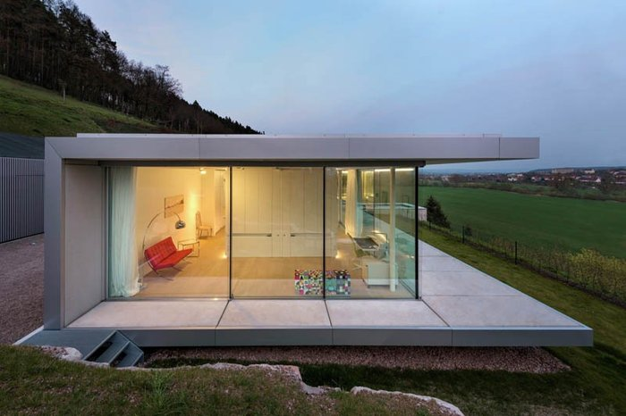 Δείτε το σπίτι από γυαλί, ατσάλι και τσιμέντο που... κρύβεται στον λόφο - εικόνα 12