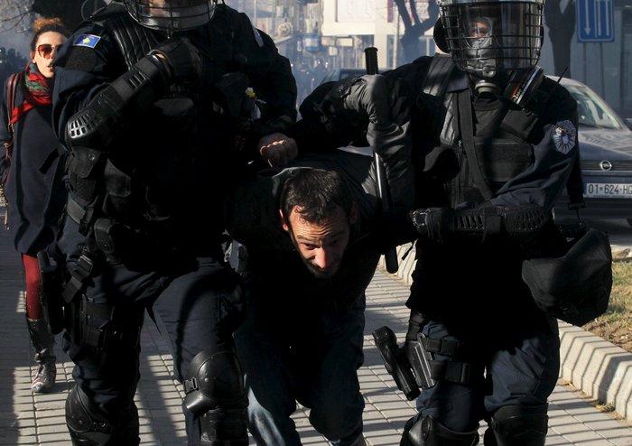 Πεδίο μάχης το Κόσοβο σε αντικυβερνητική διαδήλωση