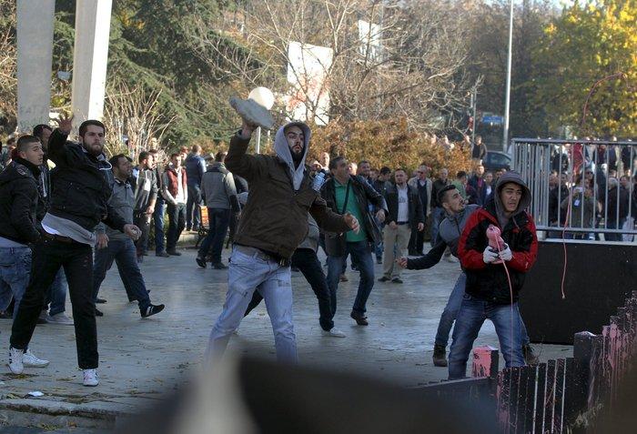 Πεδίο μάχης το Κόσοβο σε αντικυβερνητική διαδήλωση - εικόνα 2