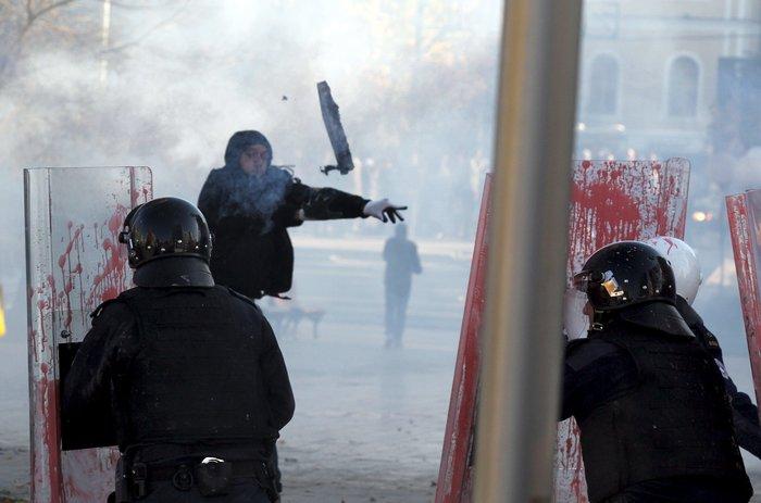 Πεδίο μάχης το Κόσοβο σε αντικυβερνητική διαδήλωση - εικόνα 3