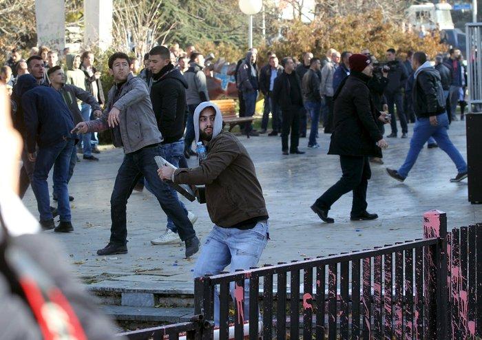 Πεδίο μάχης το Κόσοβο σε αντικυβερνητική διαδήλωση - εικόνα 4