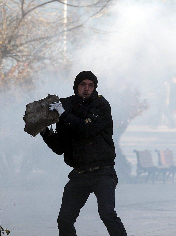 Πεδίο μάχης το Κόσοβο σε αντικυβερνητική διαδήλωση - εικόνα 5