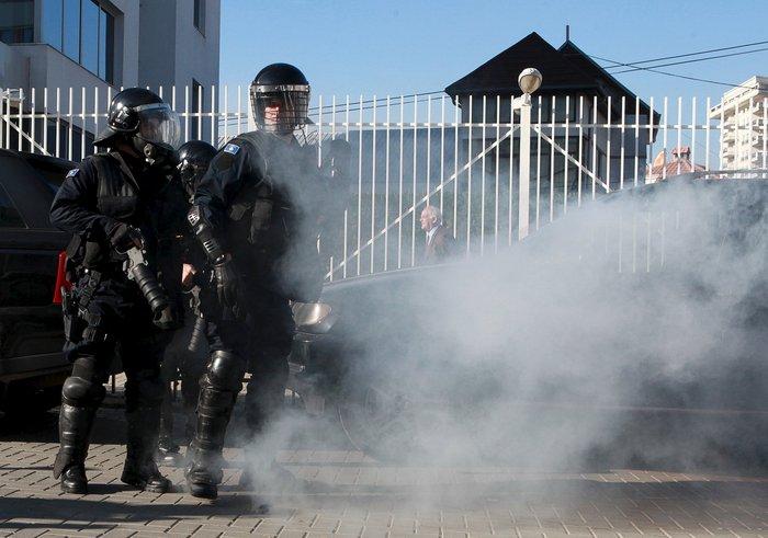 Πεδίο μάχης το Κόσοβο σε αντικυβερνητική διαδήλωση - εικόνα 6