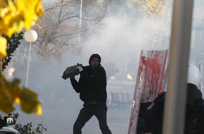 Πεδίο μάχης το Κόσοβο σε αντικυβερνητική διαδήλωση - εικόνα 7
