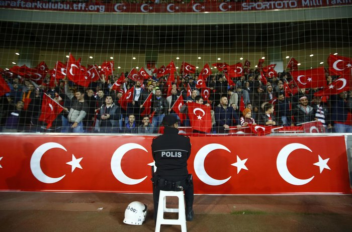 Τι απαντούν οι Τούρκοι για τις αποδοκιμασίες στην ενός λεπτού σιγή