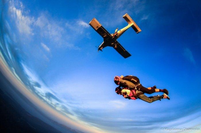 Ατρόμητη Εύη Αδάμ: Κάνει ελεύθερη πτώση από τα 4.000 μέτρα! [Βίντεο]