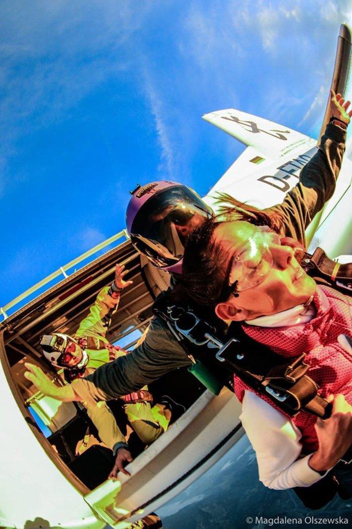 Ατρόμητη Εύη Αδάμ: Κάνει ελεύθερη πτώση από τα 4.000 μέτρα! [Βίντεο] - εικόνα 2