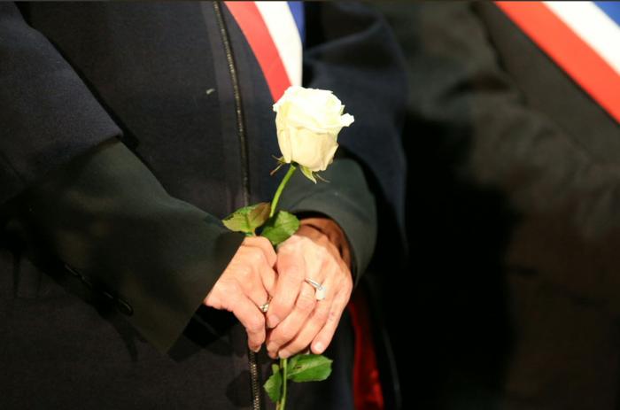 3.000 λευκά τριαντάφυλλα για τα θύματα του Παρισιού - εικόνα 7