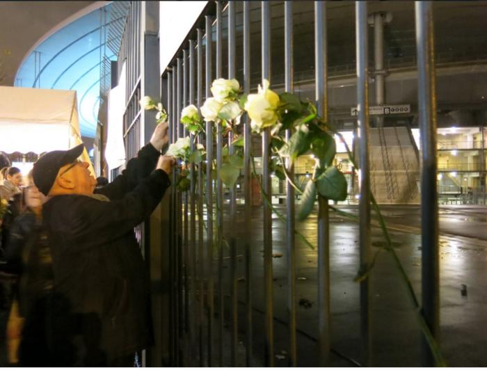 3.000 λευκά τριαντάφυλλα για τα θύματα του Παρισιού - εικόνα 4