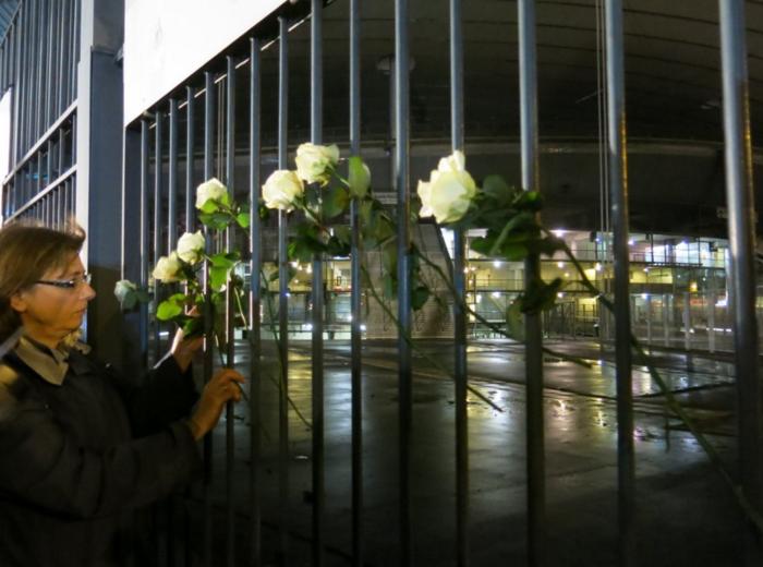 3.000 λευκά τριαντάφυλλα για τα θύματα του Παρισιού - εικόνα 2