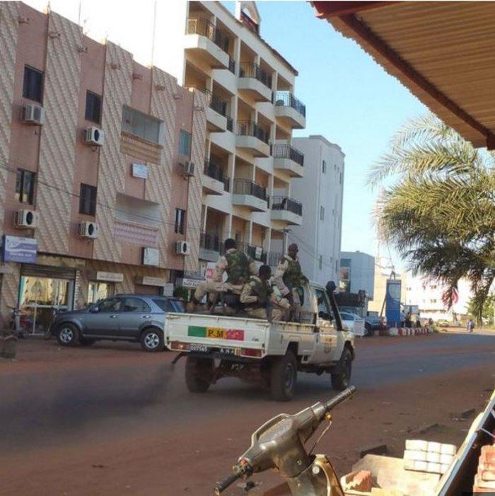 Τριήμερο εθνικό πένθος στο Μάλι μετά το μακαλειό - εικόνα 5
