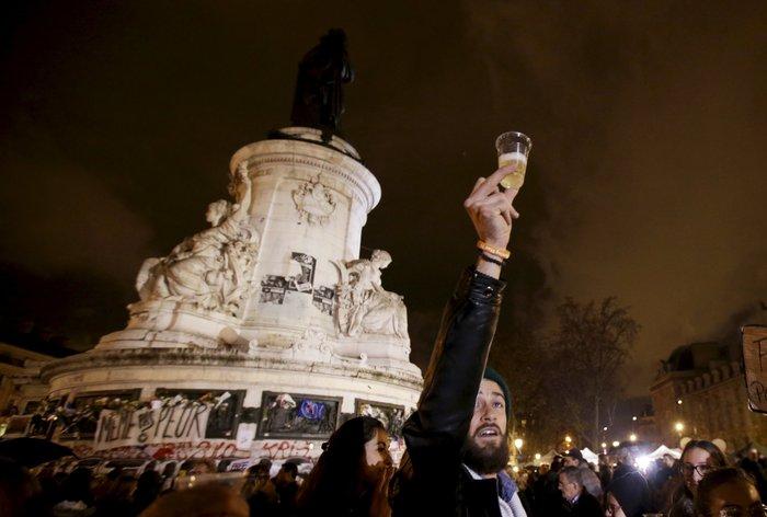 Μια εβδομάδα μετά το χτύπημα, η νεολαία του Παρισιού γιόρτασε τη ζωή! - εικόνα 7