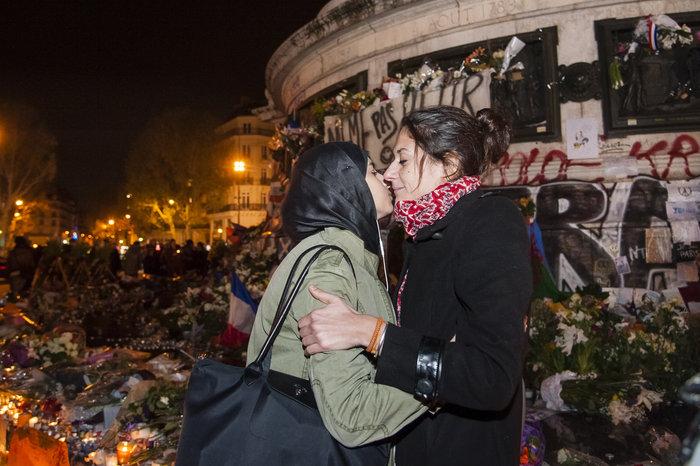 Μια εβδομάδα μετά το χτύπημα, η νεολαία του Παρισιού γιόρτασε τη ζωή! - εικόνα 2
