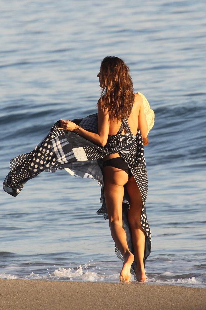Η Αλεσάντρα Aμπρόζιο κόβει την ανάσα με τη νέα σέξι φωτογράφηση! - εικόνα 3